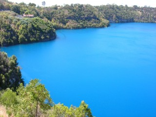 Blue_Lake_Mount_Gambier-1024x768
