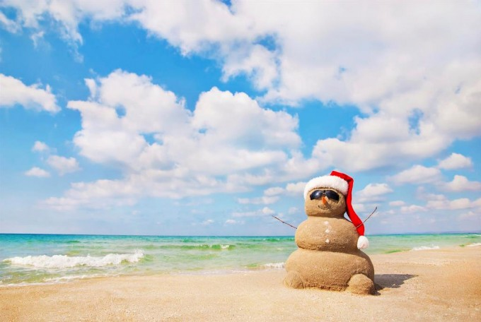 [Image: christmas-beach-680x456.jpg]