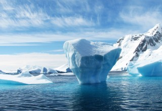 iceberg-flow-in-the-landscape-in-greenland
