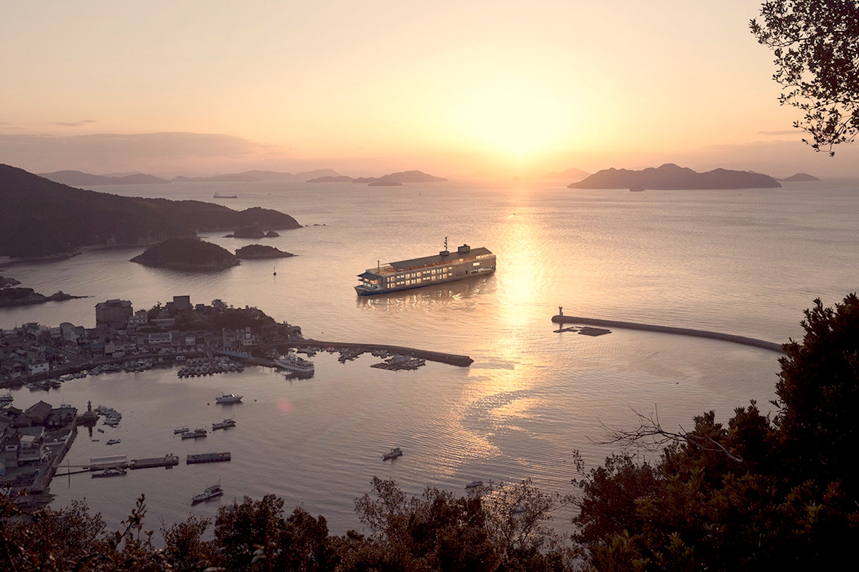 You Have To Check Out Japan's Super Luxurious Floating Hotel