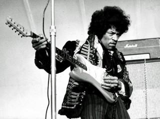 © SCANPIX SWEDEN, Stockholm, Sverige, 2000-06-06, Foto: SCANPIX Scanpix Code 20360 ***ARKIVBILD 1967-05-24*** Gitarrlegenden Jimi Hendrix pŒ Gršna Lunds scen.