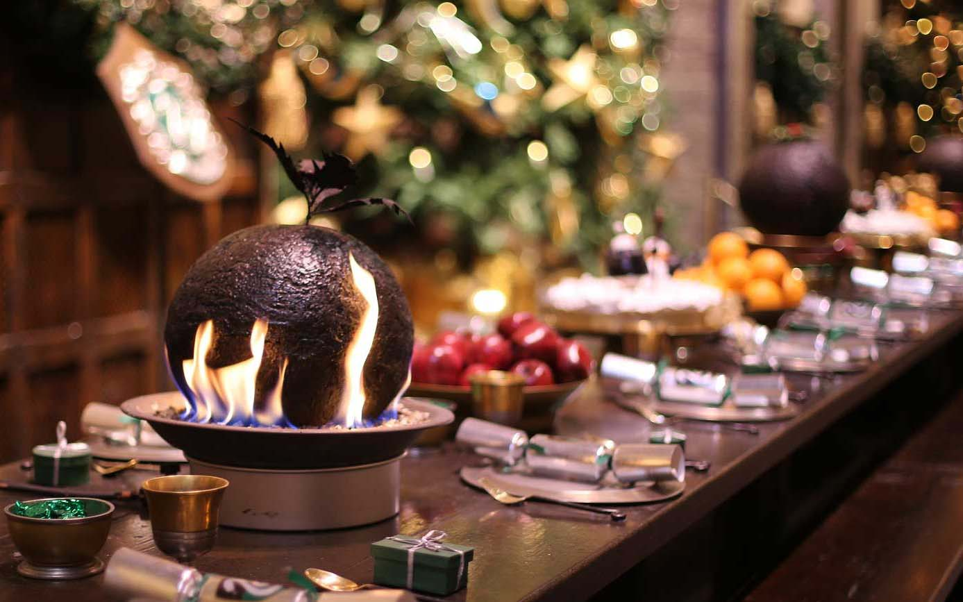 Christmas Harry Potter.Hogwarts Is Hosting The Yule Ball And A Christmas Feast For The