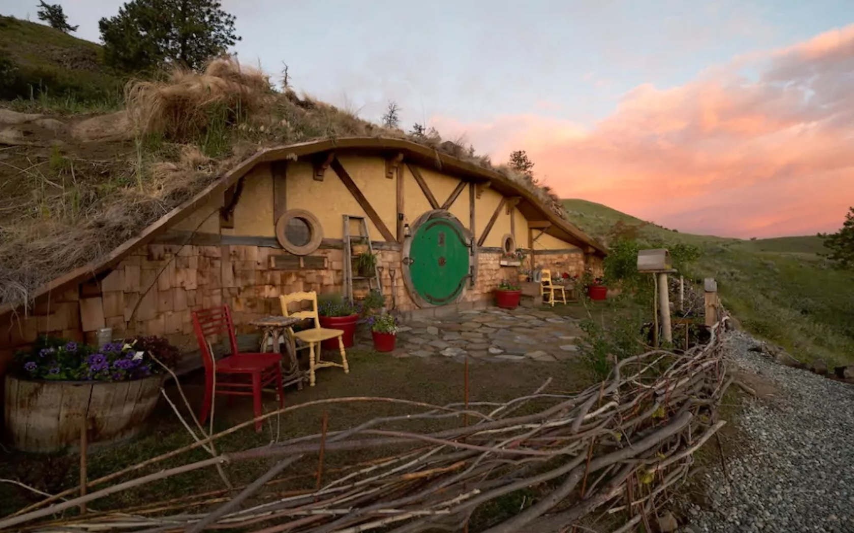 You Can Rent This Insanely Realistic Hobbit House On Airbnb